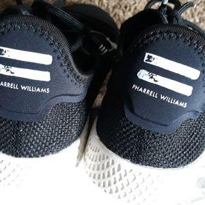 Adidas pharrell William's